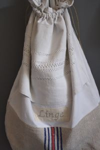 Sac de linge brodé-decoration de charme