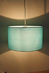 suspension tissu turquoiseet points gris petit pan. Black Bedroom Furniture Sets. Home Design Ideas